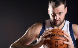 Five things that Andrew Bogut brings to the LA Lakers ede20750c